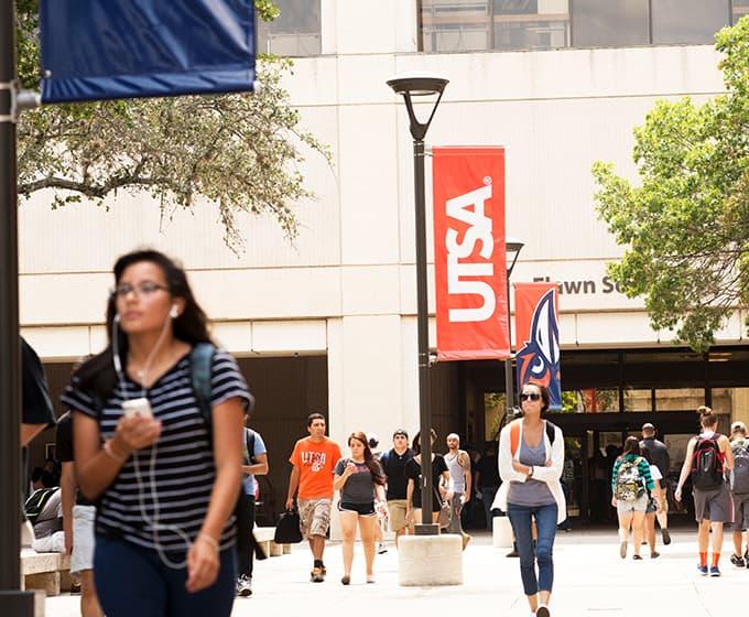 UTSA ranks in top 3 in Texas for graduating Hispanic students